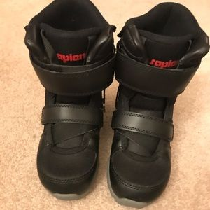 Kids size 2 snowboarding boots